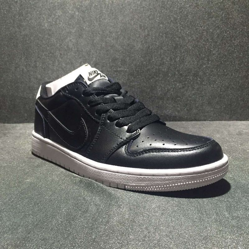 Classic Air Jordan 1 Low Oreo Black Shoes